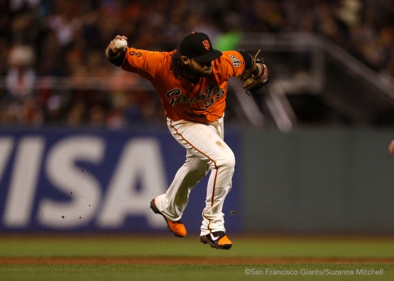 Brandon Crawford throws out Dansby Swanson in the sixth inning.