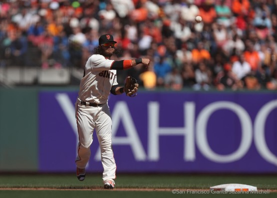 Brandon Crawford throws out Wellington Castillo in the sixth inning.