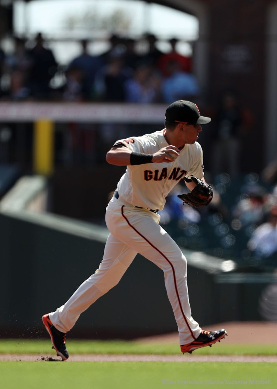 Joe Panik throws out Jon Jay during the first inning.