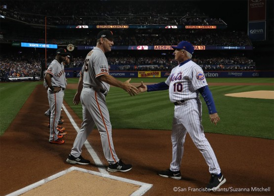 Bruce Bochy and Terry Collins shake hands.